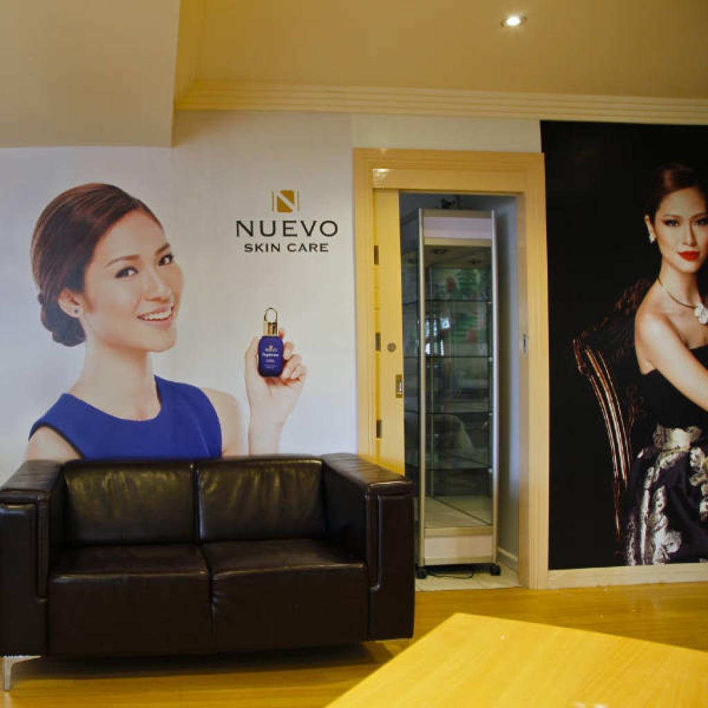Retail Beauty Studio Wallpaper Mural